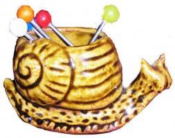 Escargot porte pique en grès (couleur brun miel)